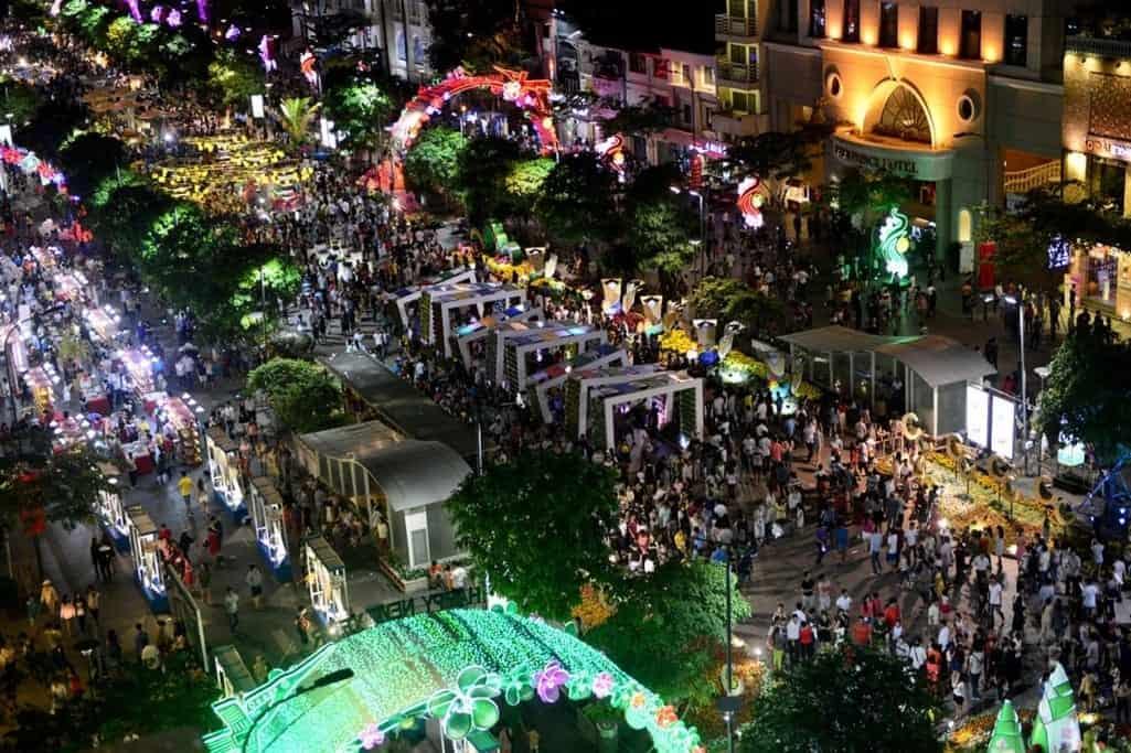 10 địa điểm vui chơi trung thu ở Sài Gòn-Phố đi bộ Nguyễn Huệ