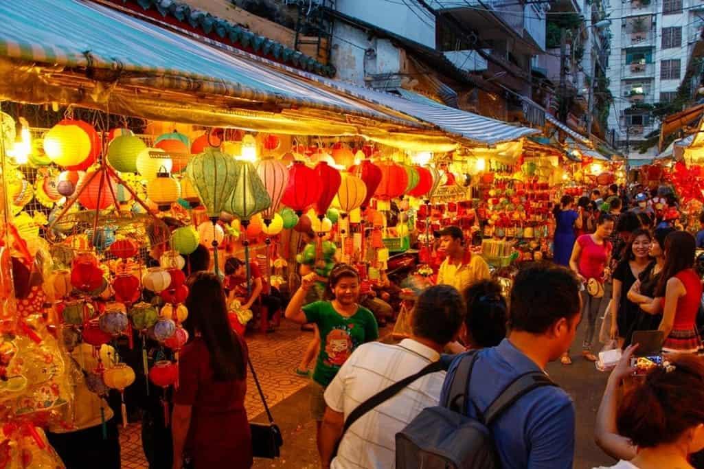 10 địa điểm vui chơi trung thu ở Sài Gòn-Phố lồng đèn Lương Nhữ Học